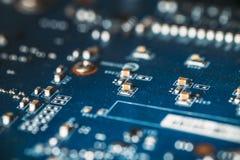 Абстрактная высокотехнологичная предпосылка - обломок оборудования цифровые или плата с печатным монтажом, селективный фокус Стоковое Изображение