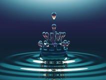Абстрактная голубая жидкость брызгает и струится Стоковые Изображения