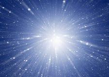 Абстрактная голубая предпосылка при звезды собирая в середине предпосылка космическая Стоковое Изображение