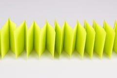Абстрактная загородка зеленой книги на белизне Стоковое Фото
