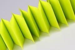 Абстрактная загородка зеленой книги на белизне Стоковые Фото