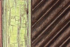 Абстрактная зеленая и коричневая, деревянная предпосылка Стоковые Фотографии RF