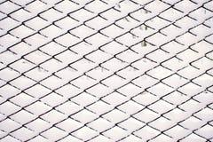 Абстрактная картина зимы снега, решетка металла с белым вставляя снегом стоковые фотографии rf