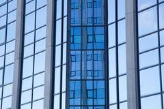 Абстрактная картина на фасаде офисного здания Стоковое Изображение RF