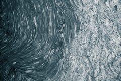 Абстрактная картина пены формируя в реке Стоковая Фотография RF