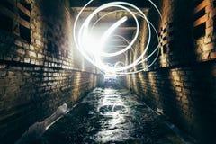 Абстрактная картина freezelight или замораживания светлая в тоннеле кирпича городском Стоковая Фотография RF