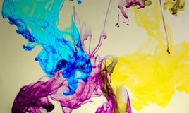 Абстрактная красочная краска в предпосылке воды Стоковые Фото