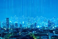 Абстрактная линия соединение и цифровой сигнал на backgr города ночи стоковое фото rf