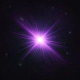 Абстрактная мерцающая реалистическая фиолетовая звезда - космический объект иллюстрация штока
