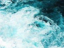 Абстрактная морская вода бирюзы выплеска для предпосылки стоковая фотография