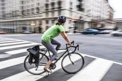 Абстрактная нерезкость катание велосипедиста в дороге города DC Вашингтона Стоковые Изображения