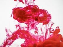 Абстрактная предпосылка акрилового красного взрыва чернил под водой Красочная красная предпосылка взрыва чернил процесс  Стоковые Фото