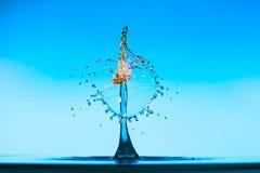 Абстрактная предпосылка выплеска воды цвета, столкновение покрашенных падений стоковое изображение