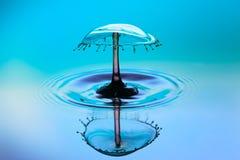 Абстрактная предпосылка выплеска воды цвета, столкновение покрашенных падений стоковые фото