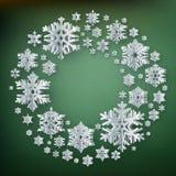 Абстрактная предпосылка зимы с бумажными снежинками на красной предпосылке 10 eps иллюстрация штока
