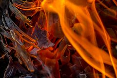 Абстрактная предпосылка огня, углей, пламен и элементов переплетать золы Стоковое Фото