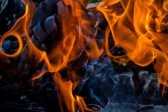 Абстрактная предпосылка огня, углей, пламен и элементов переплетать золы Стоковые Изображения RF