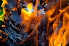 Абстрактная предпосылка огня, углей, пламен и элементов переплетать золы Стоковое Изображение RF