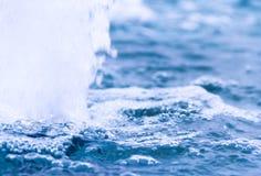Абстрактная предпосылка с водой клокочет текстура Стоковая Фотография