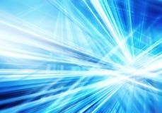 Абстрактная предпосылка с прямыми пересеченными светящими линиями сини и белых стоковая фотография