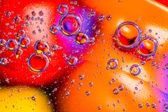 абстрактная предпосылка цветастая Вода падает цвета на стекле Изумительная абстрактная вода падает на стеклянные текстуру или пре Стоковое Изображение