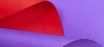 абстрактная предпосылка цветастая Красная фиолетовая фиолетовая бумага цвета в геометрических формах Стоковые Изображения RF