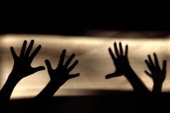 абстрактная предпосылка Черные тени руки на стене Стоковое Фото