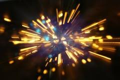 абстрактная предпосылка bokeh золотого взрыва света сделанного от движения bokeh Стоковая Фотография RF
