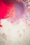 Абстрактная предпосылка помарок пинка, красный и maroon на белой бумаге Стоковое Изображение RF