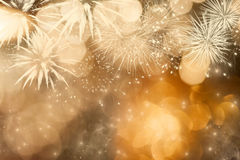 Абстрактная предпосылка праздника с фейерверками и сверкная светами Стоковое Изображение RF