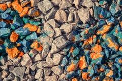 Абстрактная предпосылка серых камней и утесов покрытых с красной краской Стоковое Изображение