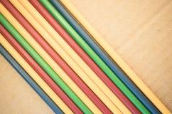 абстрактная предпосылка - сторона - мимо - сторона покрасила пластичные трубки Стоковые Изображения