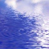 абстрактная предпосылка струится вода Стоковое Изображение