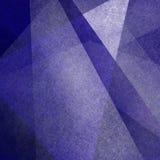 Абстрактная предпосылка с нерезкостью и белыми геометрическими треугольниками и текстурой Стоковая Фотография RF