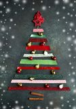 Абстрактная рождественская елка сделанная от ярких лент Взгляд сверху Стоковые Фото
