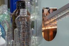 Абстрактная сцена процесса продукта и топления бутылки ЛЮБИМЧИКА Стоковая Фотография RF