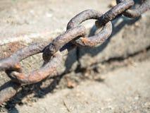 Абстрактная съемка селективного фокуса ржавой железной цепи стоковое изображение