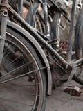 АБСТРАКТНАЯ СЪЕМКА СТАРЫХ РЖАВЫХ ЧАСТЕЙ ВЕЛОСИПЕДА Стоковая Фотография RF