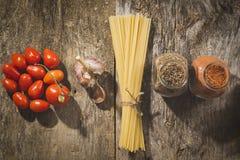 абстрактная текстура макаронных изделия еды предпосылки Открытый космос для текста Взгляд сверху Стоковые Фотографии RF