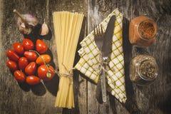абстрактная текстура макаронных изделия еды предпосылки Открытый космос для текста Взгляд сверху Стоковое Фото