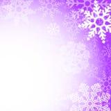 Абстрактная фиолетовая предпосылка снежинок рождества Стоковые Фотографии RF