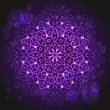 Абстрактная фиолетовая предпосылка с круглым орнаментом мандалы Стоковое фото RF