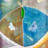 Абстрактная флористическая картина на шарфе шелка батика Стоковое фото RF