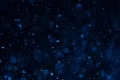 Абстрактное голубое bokeh с черной предпосылкой Стоковое фото RF