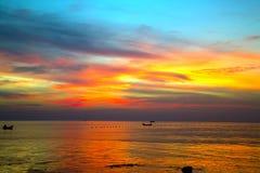 Абстрактное небо захода солнца естественных предпосылок оранжевое Стоковые Фото