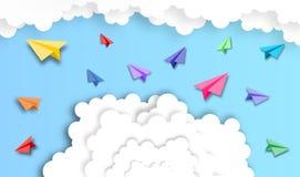 Абстрактное облако с предпосылкой самолета бумаги, вектором, иллюстрацией, бумажным искусством стоковая фотография rf