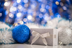 абстрактное рождество шариков предпосылки Стоковые Фотографии RF