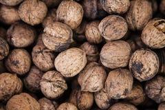 Абстрактное собрание предпосылки:  ООН-обстреливаемые грецкие орехи для продажи Стоковая Фотография