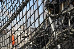 Абстрактное черное плетение на старом корабле клипера в гавани Стоковые Фотографии RF