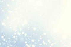 Абстрактные блестящие звезды на предпосылке bokeh Праздничная синь Стоковая Фотография RF